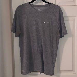 Men's light gray Nike short sleeve tee